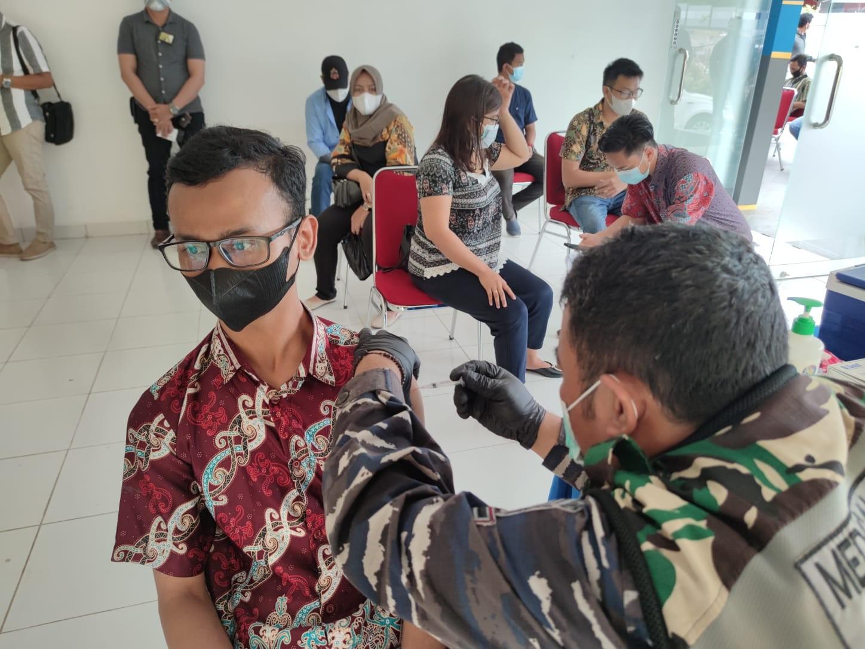 HUT ke 75 Jalasenastri, Pangkalan TNI AL Balikpapan Gelar Serbuan vaksinasi Bagi Masyarakat Maritim