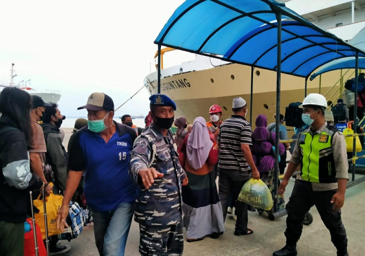 Cegah Penyebaran Covid-19, TNI AL Balikpapan Jalin Sinergitas Lakukan Pengamananan