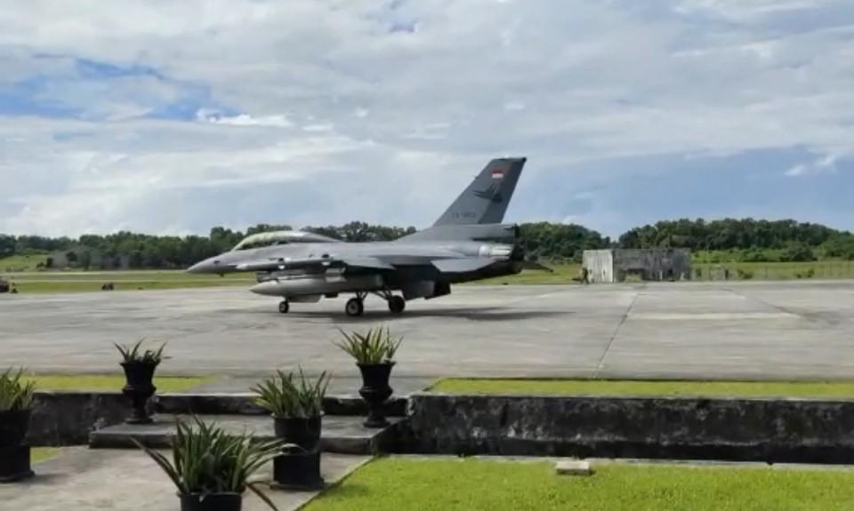 Pesawat F-16 Tiba di Balikpapan, Siap Latihan Bersama Angkatan Udara Amerika